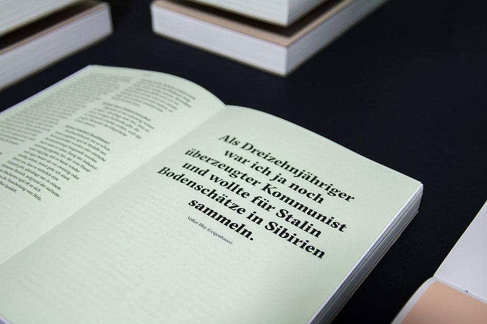 """设计师想通过这本画册设计传达的是""""传统工艺""""对我们现代社会发展的重要性。这本画册展示出的是制造业和小公司在充满情感的社会背景下的一面。最终目的是引领读者进入手工艺世界并感受手工艺的美。我们的设计任务是通过这些纪实摄影和访谈对话,提高消费者对手工制品的价值意识,无论产品是鞋、餐具、机关、手表或小提琴."""